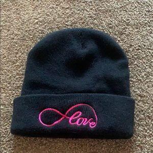 "Black beanie with ""love"" inscription"